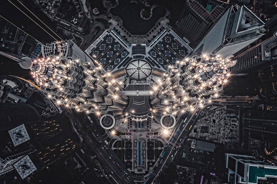 Estructura-alienígena-en-la-Tierra--Tomasz-Kowalski